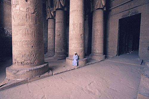 interior-temple-hathor-500_zzn4ont6